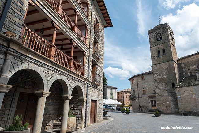 Plaza principal de Boltaña (Sobrarbe, Aragón)