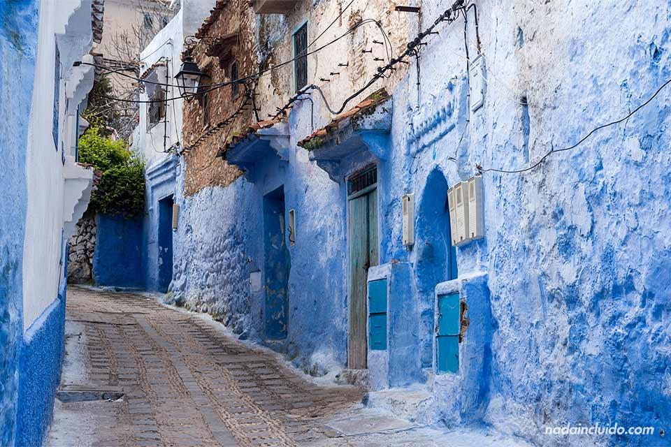 Calle en lo alto de la medina de Chefchaouen (Marruecos)