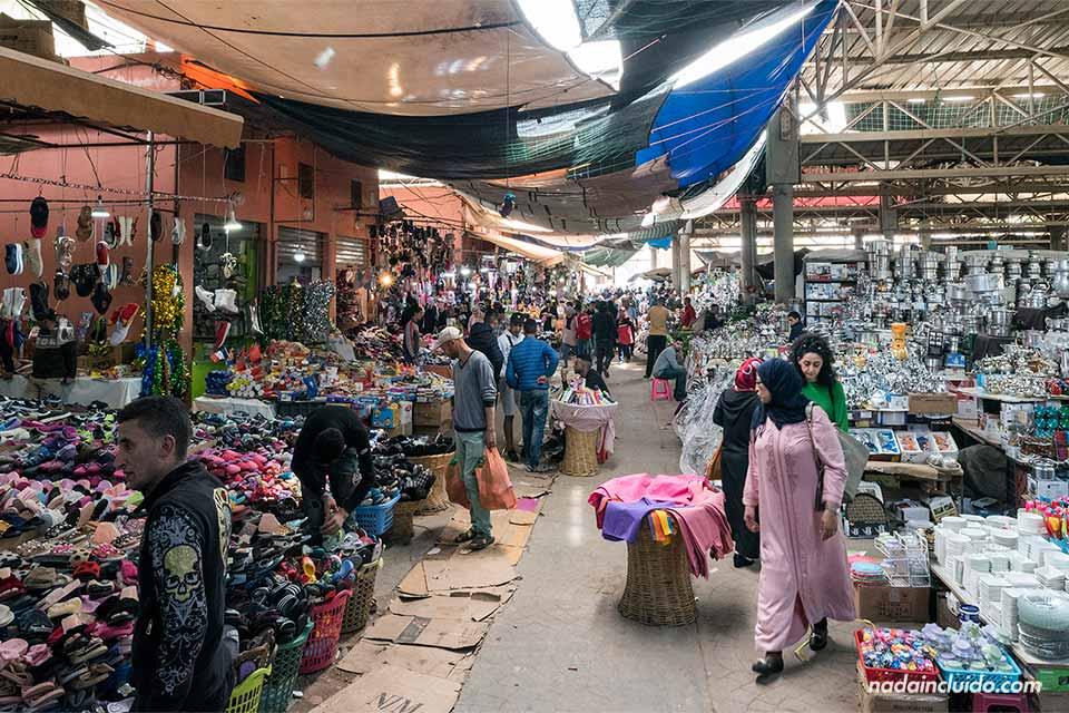 Zona de menaje en el zoco El Had de Agadir (Marruecos)