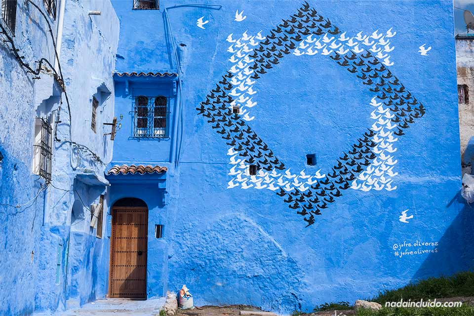 Grafitti en la medina de Chefchaouen (Marruecos)
