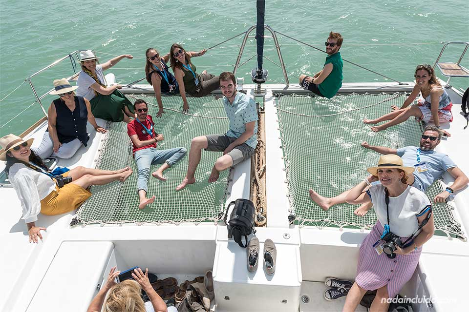 Blogueros en una catamarán en Garrucha (Almería)