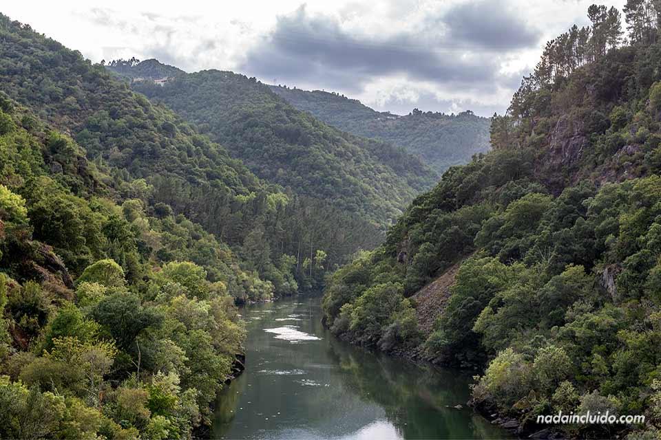 Encoro de San Pedro en el río Sil, Ribeira Sacra (Galicia)