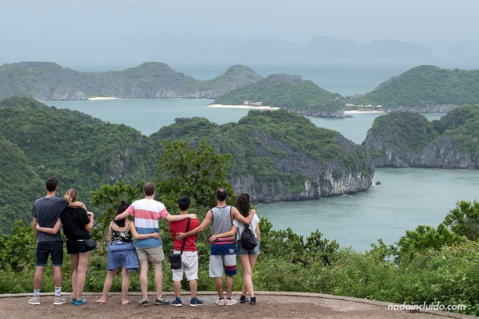 Vistas de la Bahía de Lan Ha desde Cat Ba (Vietnam)