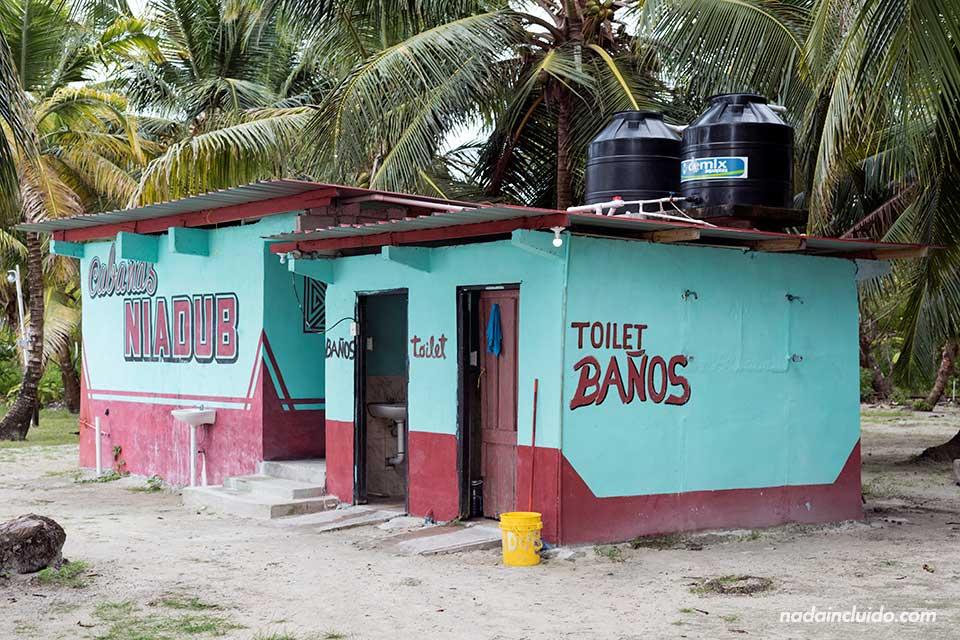 Baños de las Cabinas Niadub en Isla Diablo, archipiélago de San Blas (Panamá)