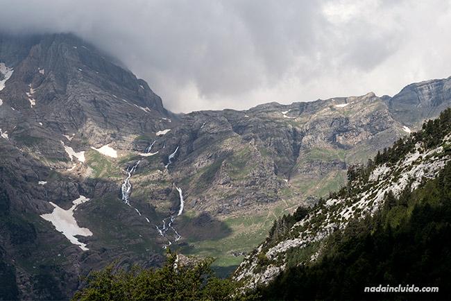 Glaciar en el valle de Pineta del Parque Nacional de Ordesa y Monte Perdido (Sobrarbe, Aragón)