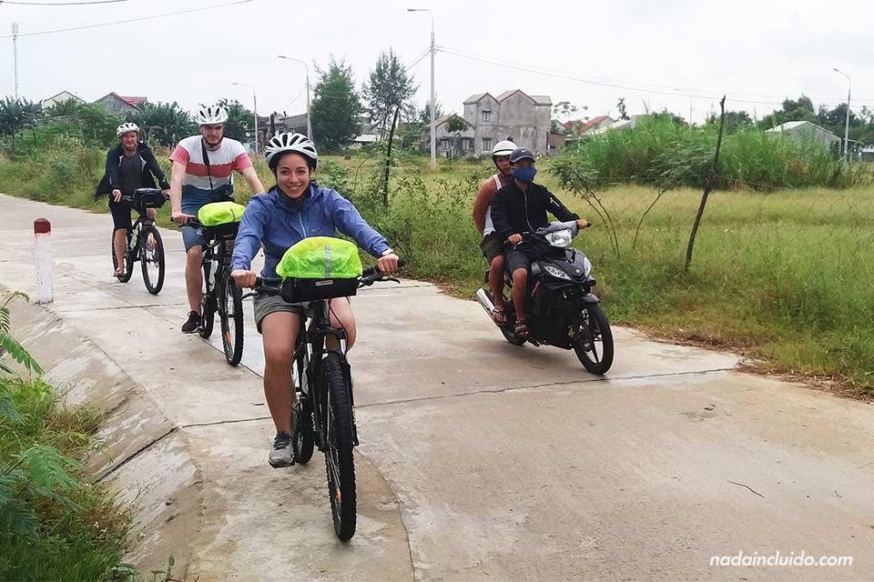 Tour en bicicleta con Grasshoppers Adventures por los alrededores de Hoi An (Vietnam)