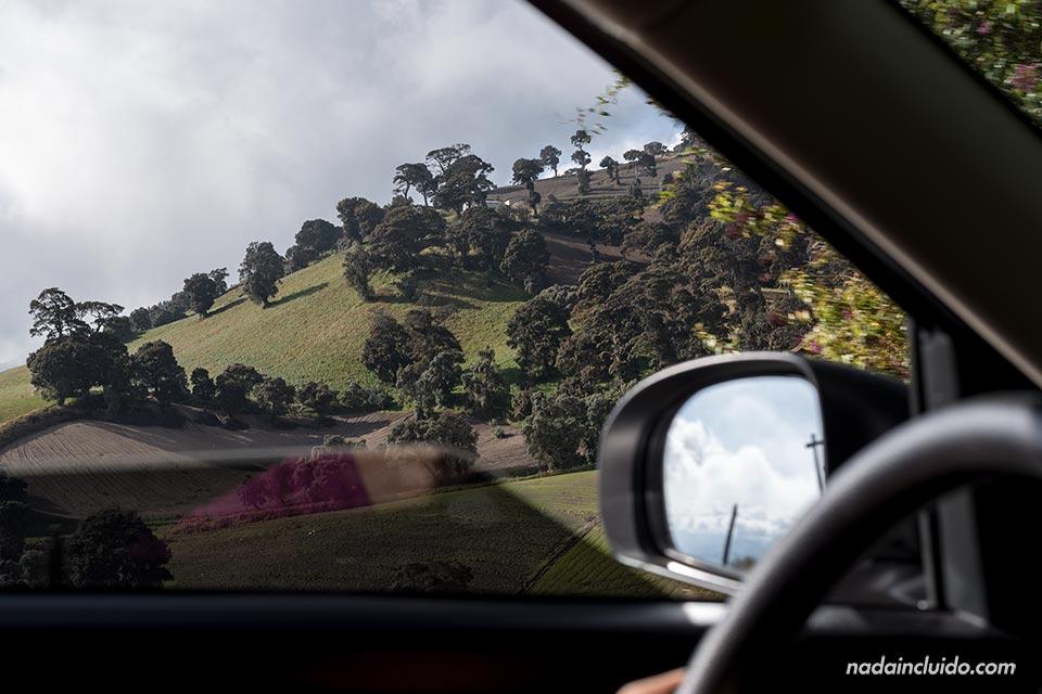 Recorriendo los alrededores del volcán Irazú en un coche de alquiler (Costa Rica)
