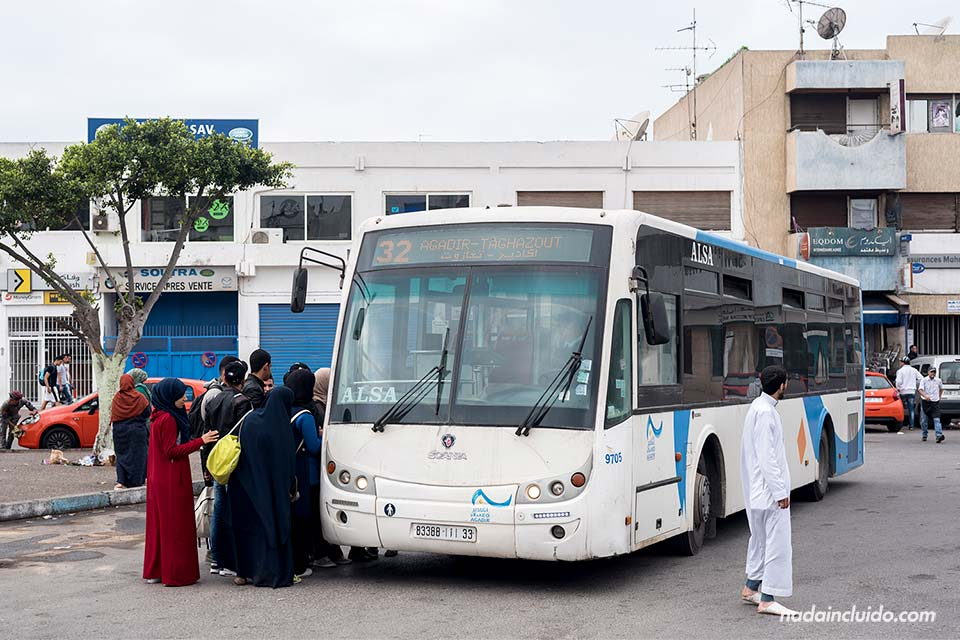 Autobús Agadir - Taghazout (Marruecos)