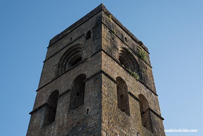 Torre románica de la Iglesia de Santa María, en Aínsa (Sobrarbe, Aragón)