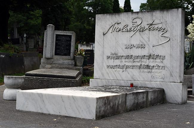 Tumba músico en el cementerio central de Cluj-Napoca (Rumanía)