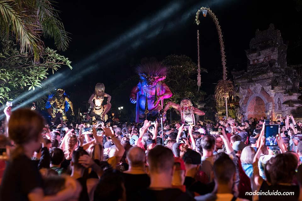 Desfile de los Ogoh-Ogoh en Ubud (Bali)