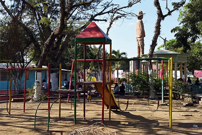 Parque infantil en el Parque Central de Niquinohomo (Nicaragua)