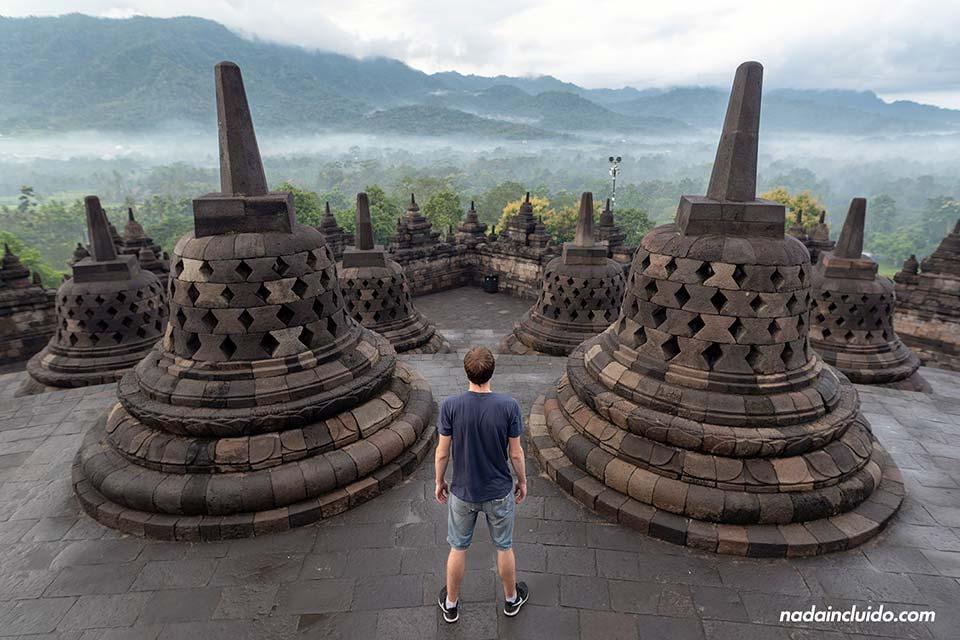 En el templo Borobudur (Java, Indonesia)