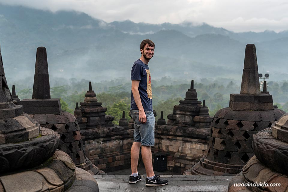 Disfrutando del templo Borobudur (Java, Indonesia)