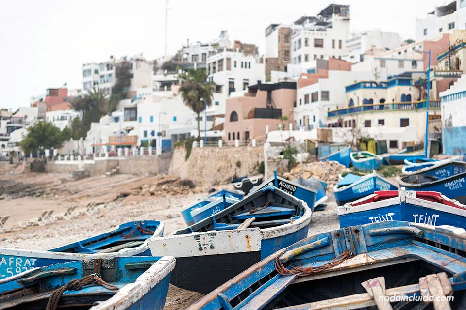 Barcas en la playa de Taghazout (Marruecos)