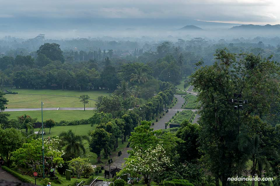 Carretera a Borobudur (Java, Indonesia)