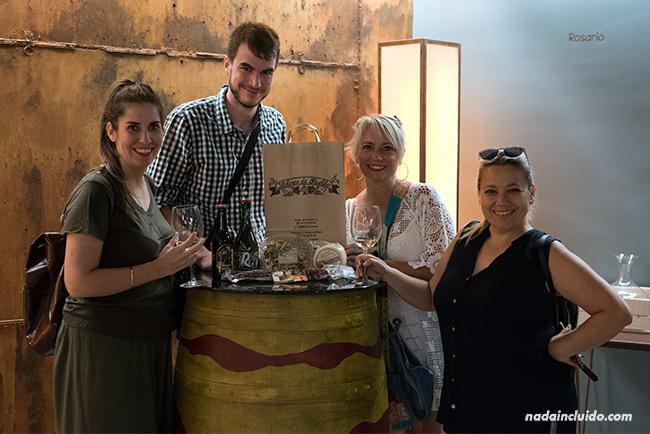 Blogueros de viaje en la tienda Sabores de Pueblo, en Aínsa (Sobrarbe, Aragón)