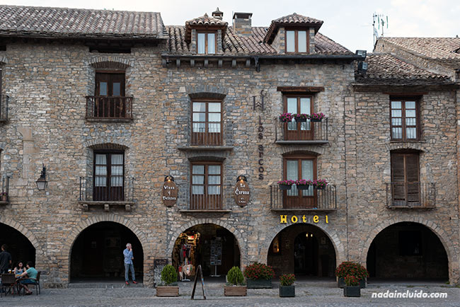 Plaza Mayor de Aínsa (Sobrarbe, Aragón)