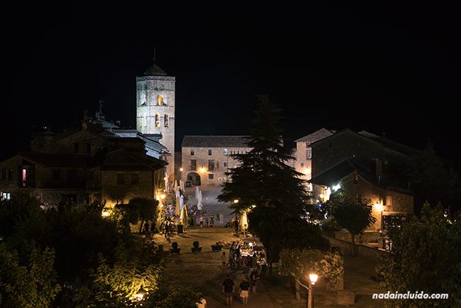 Vista nocturna del pueblo de Aínsa (Sobrarbe, Aragón)