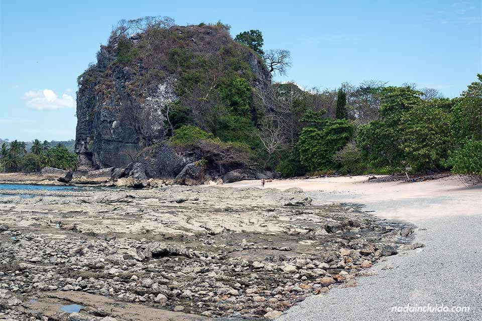 Playa de los Suecos o Playa Cuevas, situada en la Península de Nicoya (Costa Rica)
