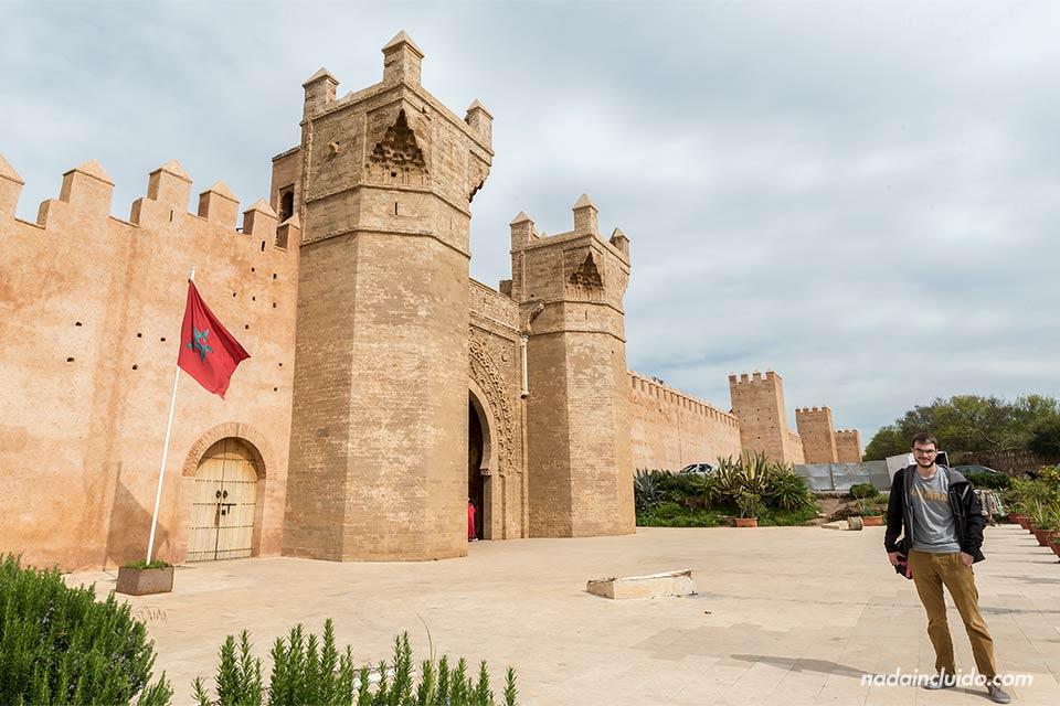 En la puerta de la necrópolis de Chellah, Rabat (Marruecos)