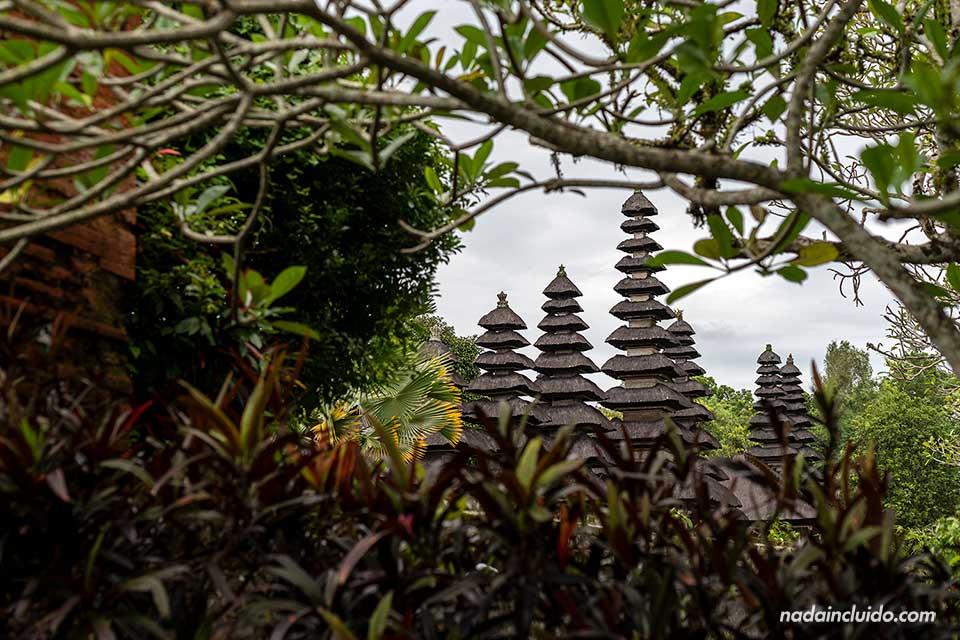 Torres del templo Taman Ayun de Bali (Indonesia)