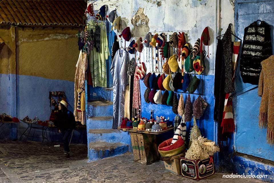 Noche en las calles de Chefchaouen (Marruecos)