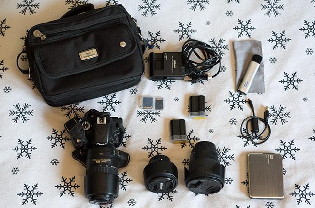 Equipo de fotografía para viajes con la mochila