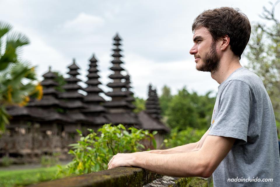 En el templo Taman Ayun de Bali (Indonesia)