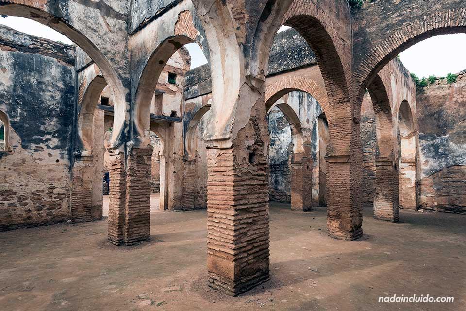 Arcos de un edificio derruido en la necrópolis de Chellah, Rabat (Marruecos)