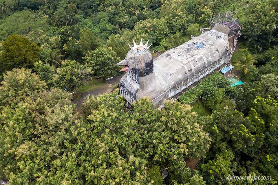 """Vista aérea de la """"Chicken Church"""" (Gereja Ayam) de Java (Indonesia). Foto de vivirparaviajar.com"""