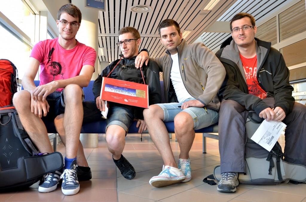 Aeropuerto, esperando (los 4)