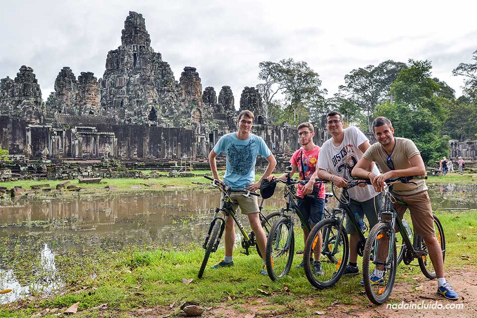Recorriendo Angkor en bicicleta, para en Angkor Thom y Bayon (Siem Reap, Camboya)
