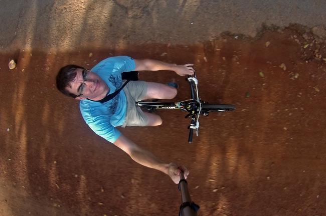 Paseando en bici alquilada por Angkor (Siem Reap, Camboya)