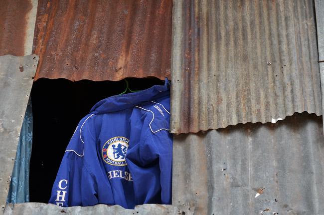 Camiseta del Chelsea en una chabola de Aranyaprathet (Tailandia)