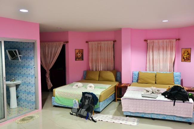 Habitación de nuestro Hostal en Aranyaprathet (Tailandia)