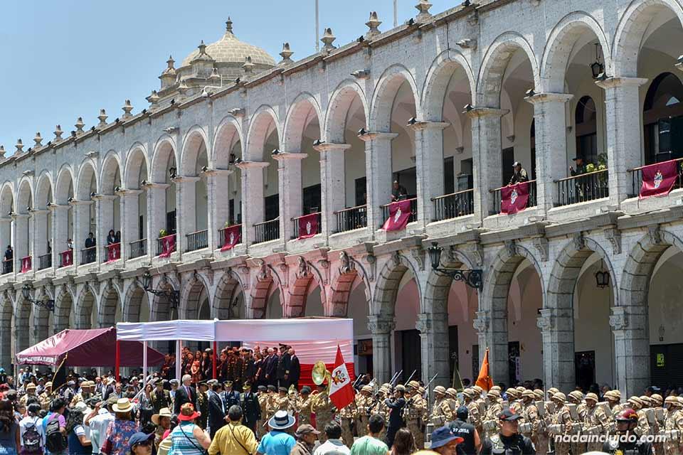Arequipa,-Plaza-de-las-armas,-acto-oficial-(I)