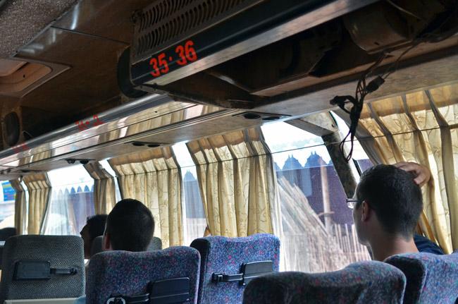 El techo se desprendió en el interior del Autobús que nos llevaba de  Siem Reap - Phnom Penh (Camboya)