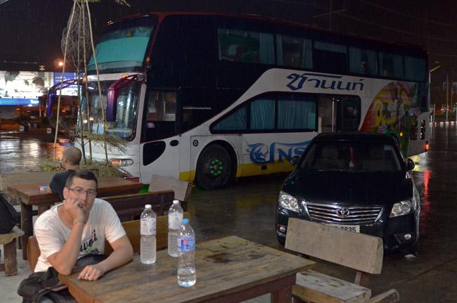 Parada en el trayecto Chiang Mai - Bangkok (Tailandia)