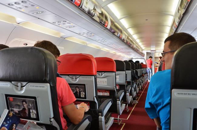 En el avión de Air Asia camino de Phuket a Chiang Mai (Tailandia)