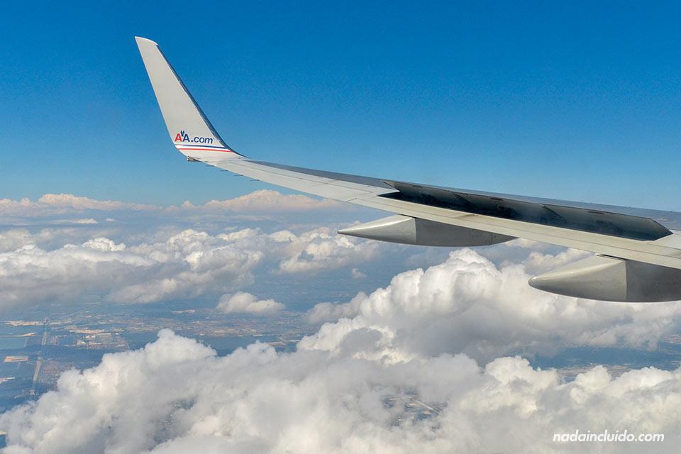 Avión de American Airlines de Lima (Perú) a Miami (Estado Unidos)