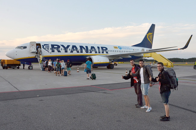 Embarcando en el avión lowcost de Ryanair de Malmo (Suecia) a Girona (España)