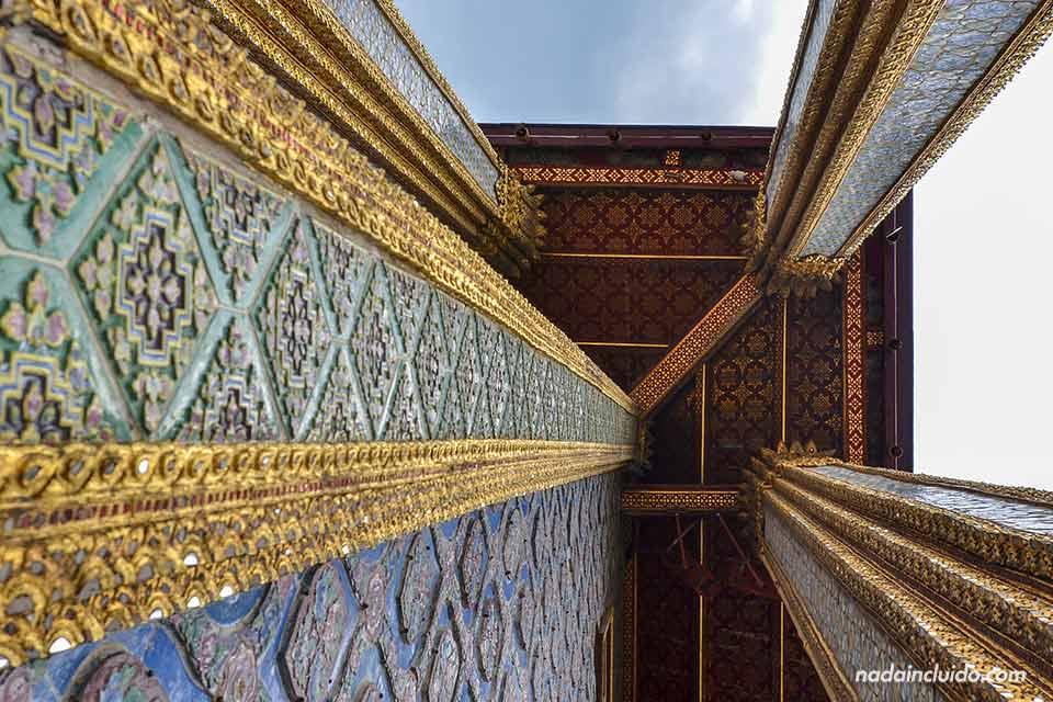 Columnas en el gran Palacio de Bangkok (Tailandia)