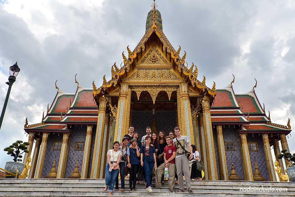 En el Templo del Buda de Esmeralda en el Gran Palacio de Bangkok (Tailandia)