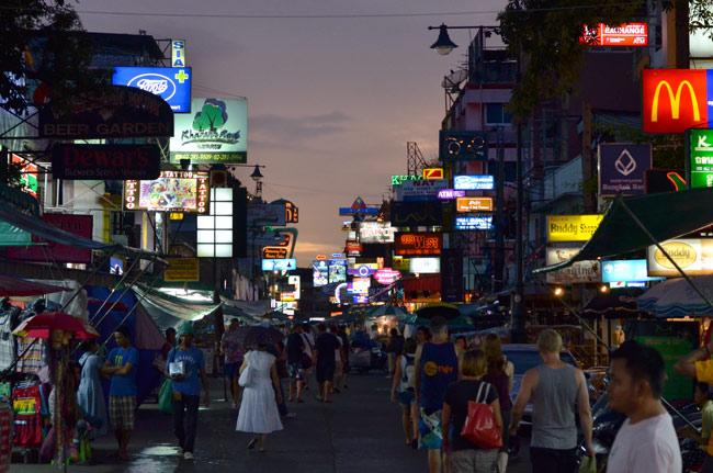 Atardecer en Khao San Road, Bangkok (Tailandia)