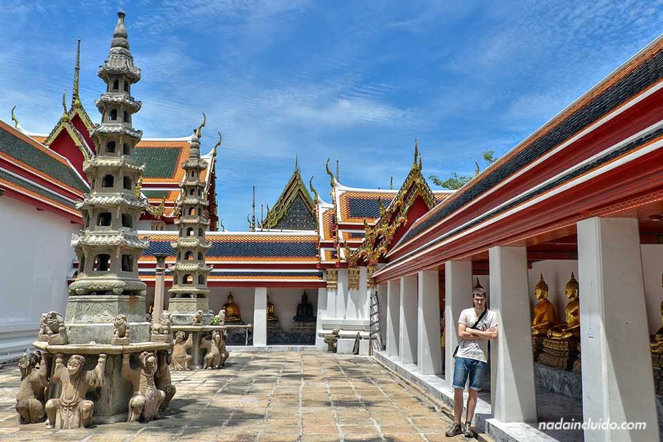 Plaza en el templo Wat Pho de Bangkok (Tailandia)