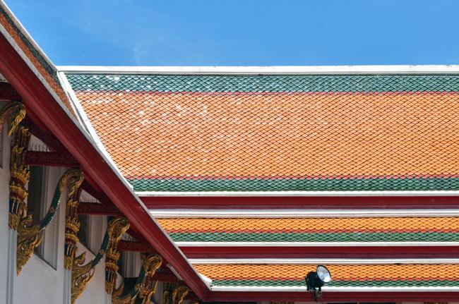 Detalle del tejado del templo Wat Pho de Bangkok (Tailandia)