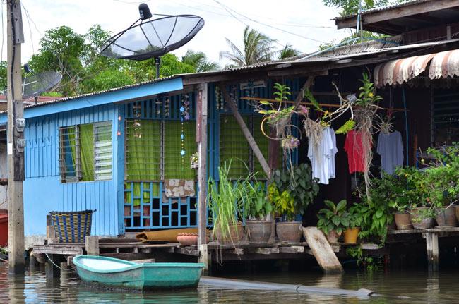 Paseo sobre el río Chao Phraya en Bangkok (Tailandia)