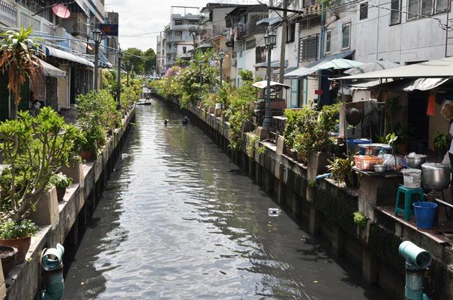 Canal del río Chao Phraya en Bangkok (Tailandia)