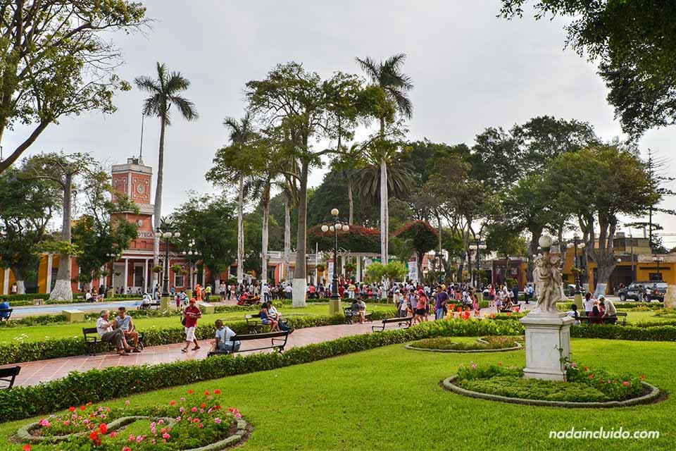 La Plaza de Armas de Barranco, el barrio bohemio de Lima (Perú)
